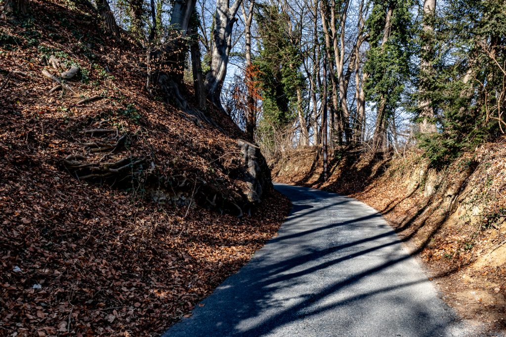 Spielbergweg ist schmal und teilweise unübersichtlich