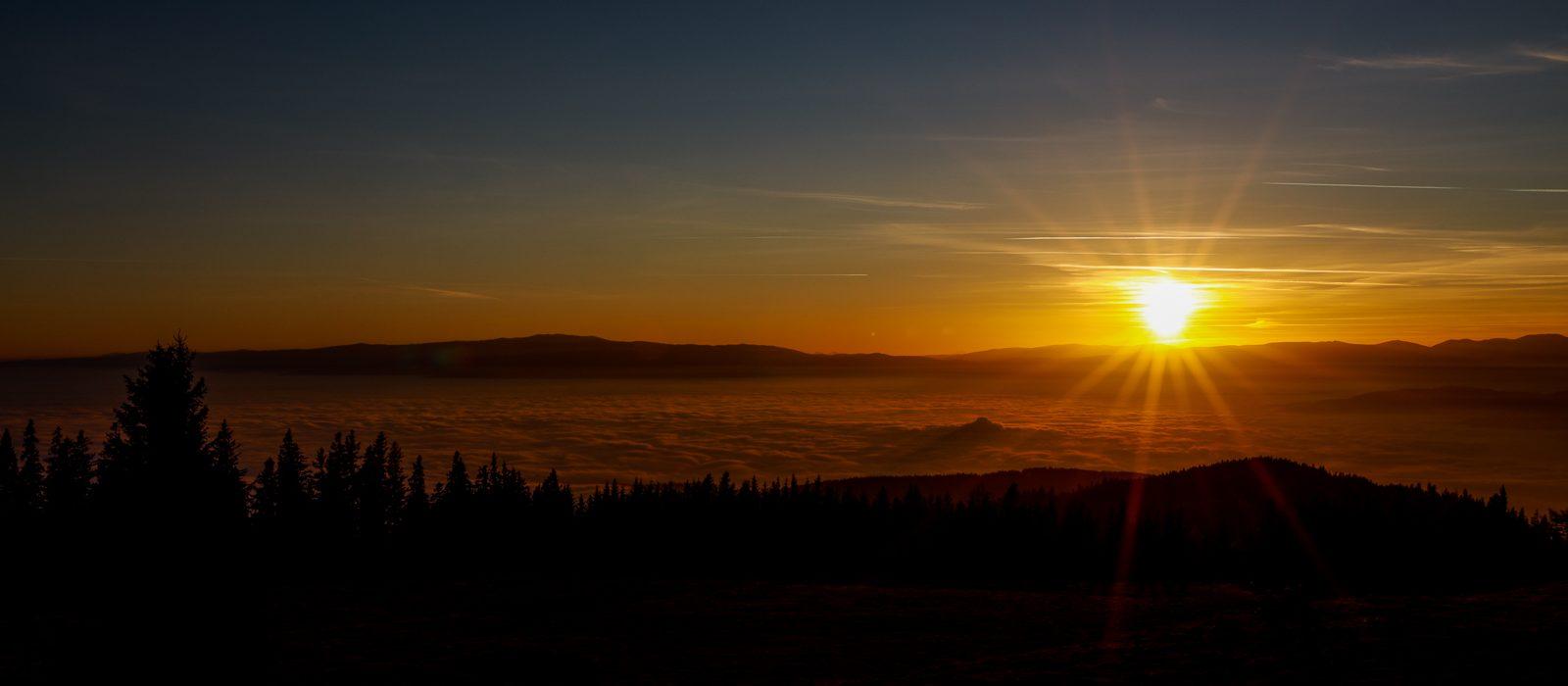 Sonnenuntergang über Nebelmeer