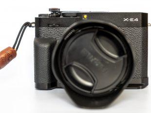 Fujifilm X-E4 Vorderansicht