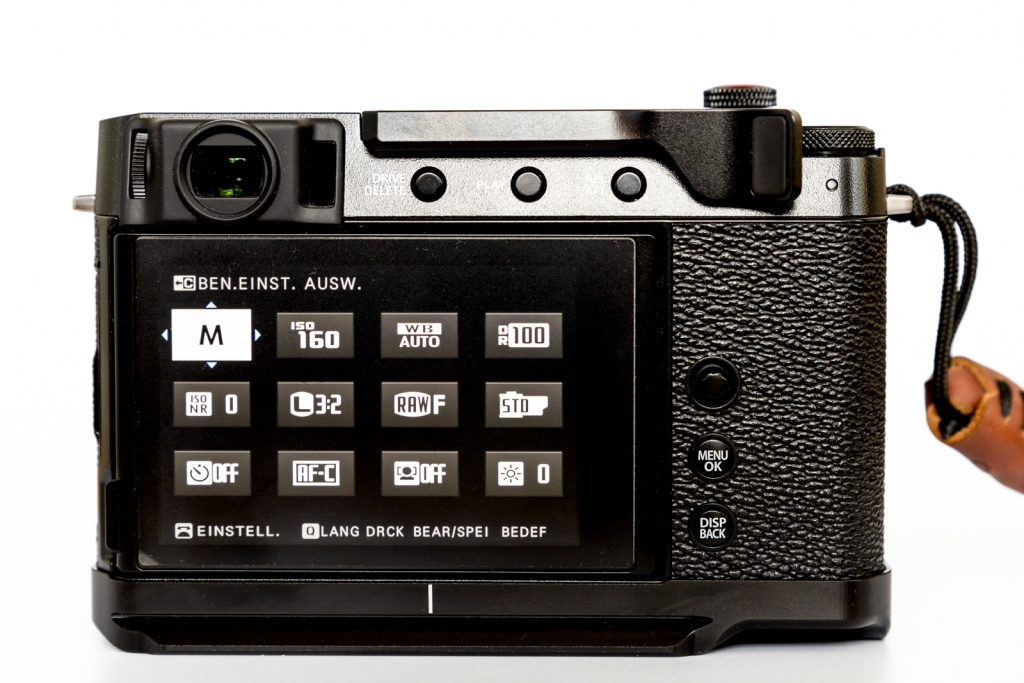 Fujifilm X-E4 Rückansicht mit Daumenauflage
